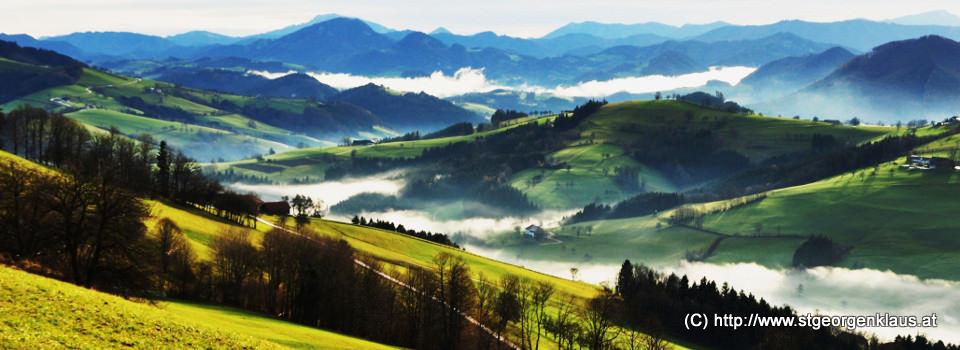 Blick Richtung Waidhofen/Ybbs - Nebelschwaden ziehen durch die Täler